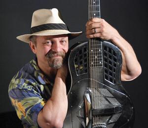 Bluesman Toby Walker in concert